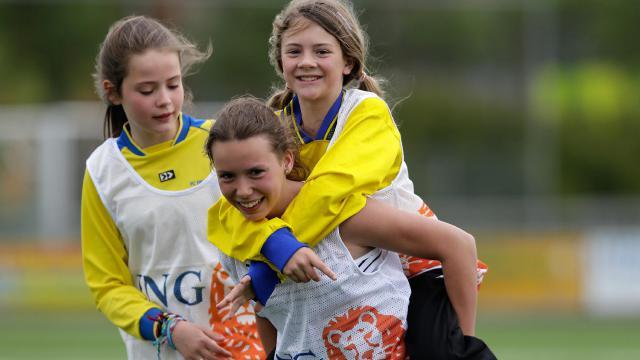 Meisjes Schoolvoetbaltoernooi bij Leeuwarder Zwaluwen